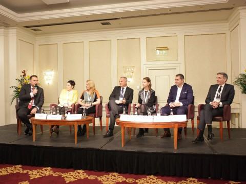 Cum construiesti punti cu Guvernul. Cinci lectii din interactiunea FRBL-Guvernul Romaniei
